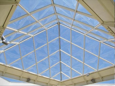 Sistemi di illuminazione naturale zenitale tramite strutture