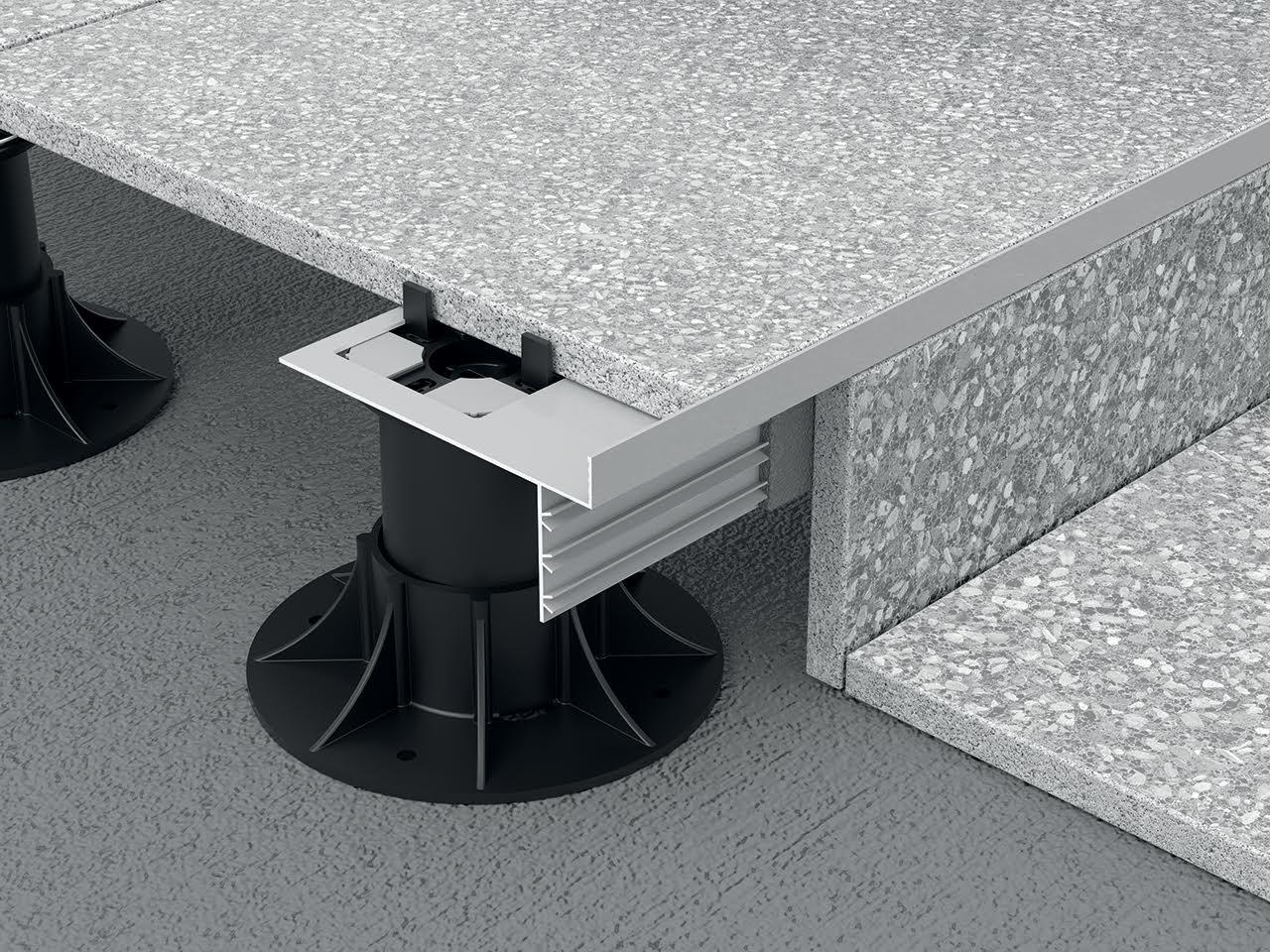 Linea di profili in alluminio e acciaio per balconi e terrazze e